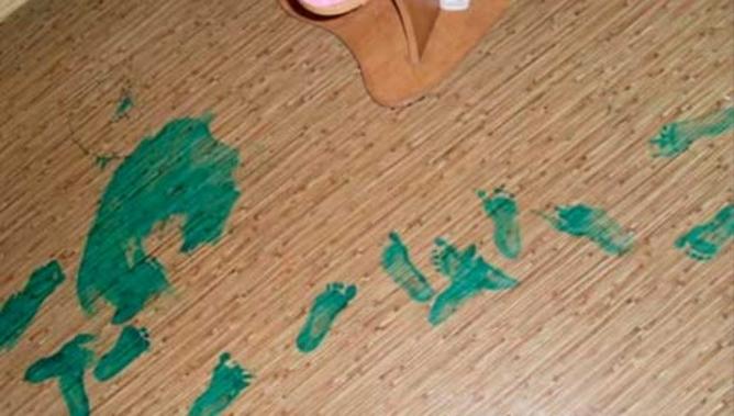 chem otmyt zelenku s pola