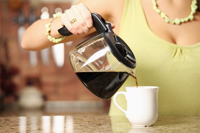 chem otstirat pyatno ot kofe na dzhinsah 3 sposoba