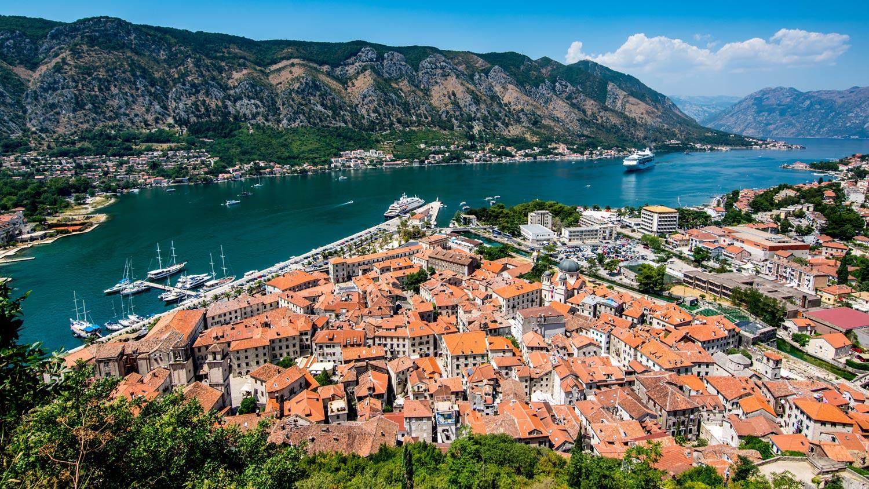 chernogoriya otkryla granicy dlya turistov