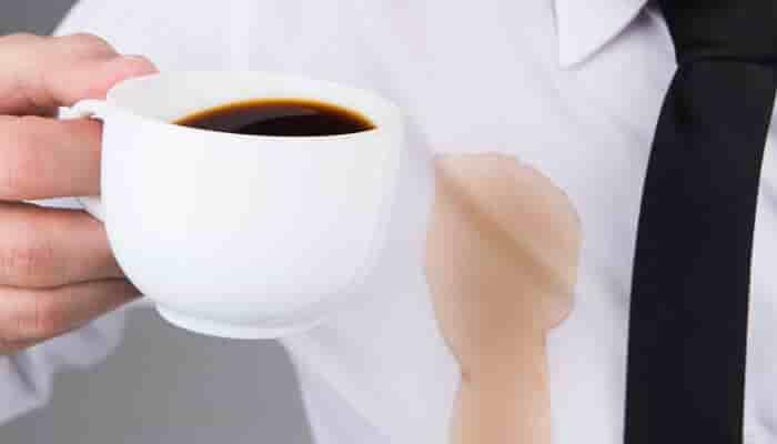 kak otstirat kofe s rubashki beloj ili cvetnoj